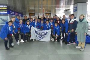«Серебряную» команду «Байкал» встретили в аэропорту с цветами.